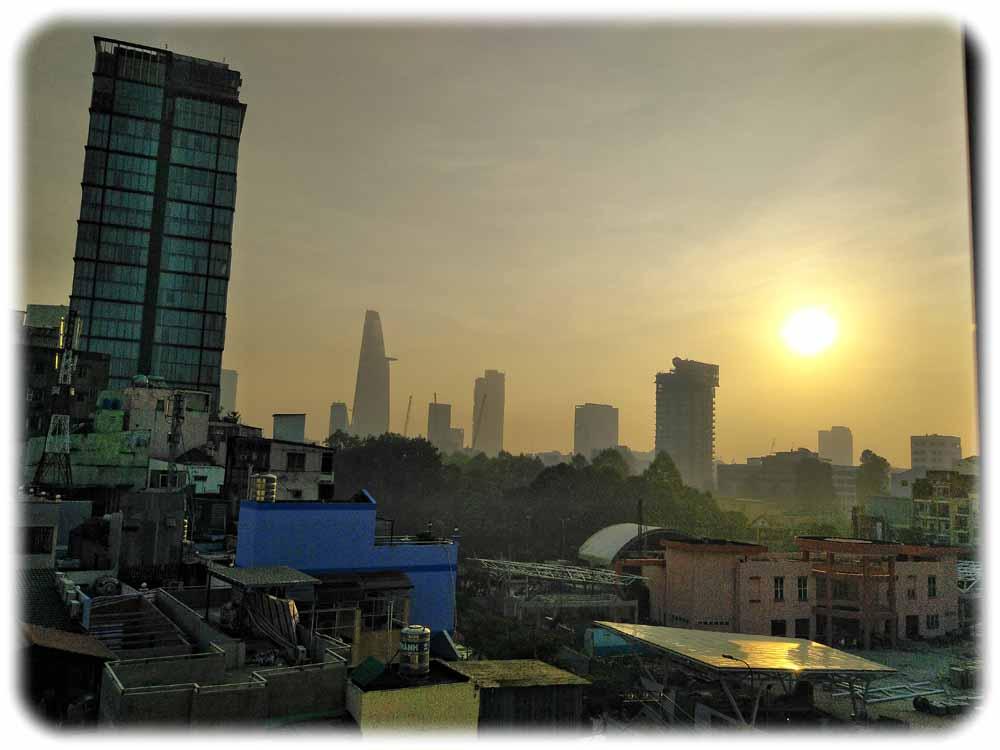 Ho-Chi-Minh-Stadt im ewigen Smog-Licht. Jetzt droht der Stadt womöglich eine 3. Corona-Welle. Foto: Heiko Weckbrodt