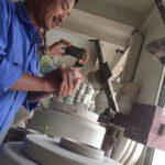 Schalenfertigung in der Keramikmanufaktur in Bat Trang. Foto: Heiko Weckbrodt
