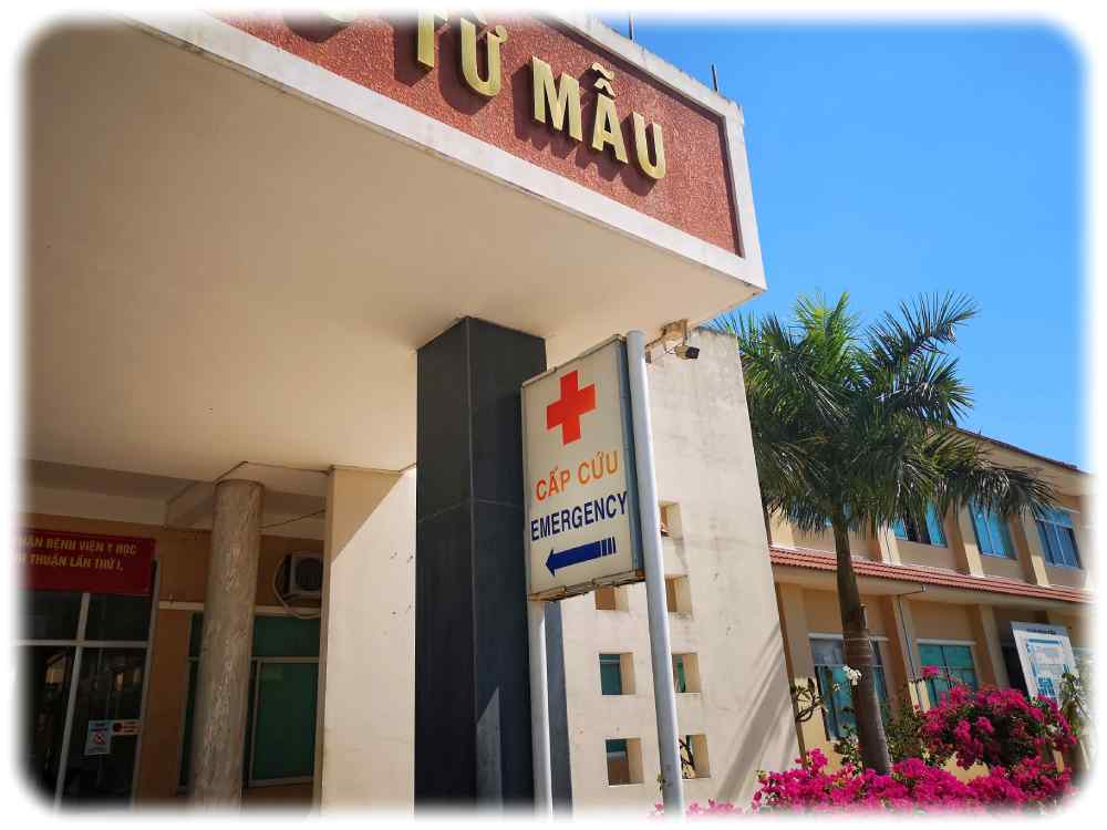 Krankenhaus in der südvietnamesischen Provinz Binh Thuan. Gerade in den Provinzen sind die vietnamesischen Krankenhäuser auf recht unterschiedlichem Ausstattungsniveau. Eine Corona-Feuerprobe blieb ihnen bisher erspart. Foto. Heiko Weckbrodt